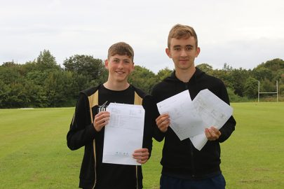 Luke Roberts and Ryan Kelly with their results